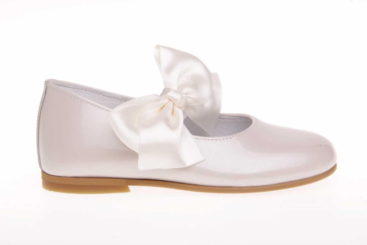 7438cc85a7 Comprar zapato tipo JOVEN NIÑA estilo MERCEDES COLOR BEIGE CHAROL ...