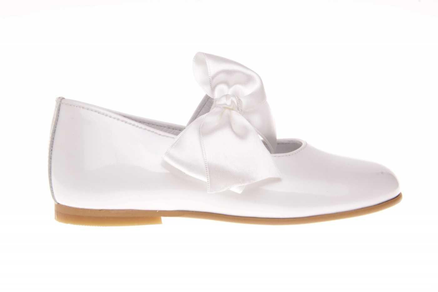 b6f3f9a2 Comprar zapato tipo JOVEN NIÑA estilo MERCEDES COLOR BLANCO CHAROL ...
