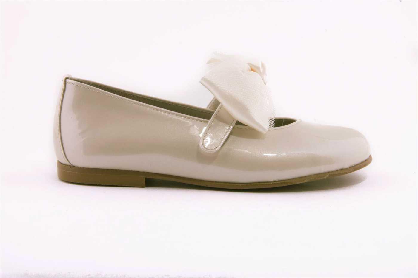c01814c5 Comprar zapato tipo JOVEN NIÑA estilo MERCEDES COLOR BEIGE CHAROL ...