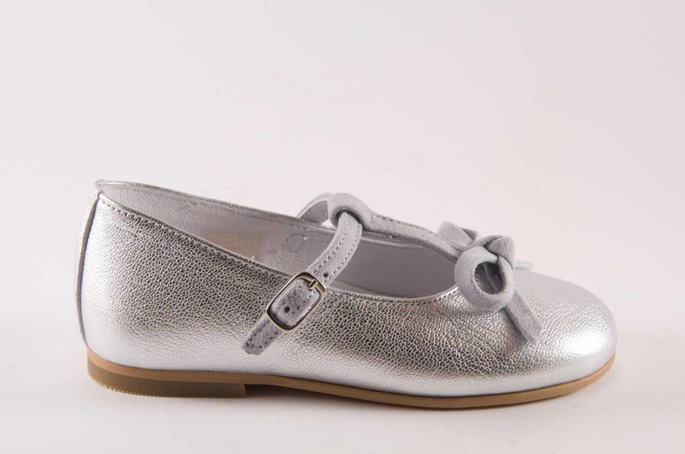 f0abdc620d Comprar zapato tipo JOVEN NIÑA estilo MERCEDES COLOR PLATA ...