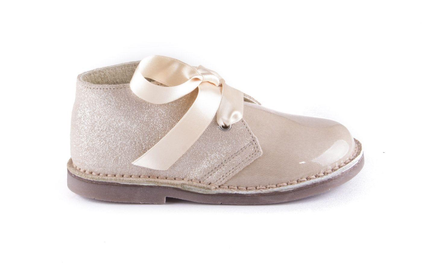 c5f0bcf4d20 Comprar zapato tipo JOVEN NIÑA estilo BOTAS COLOR BEIGE CHAROL ...